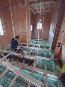 床暖房の設置と大工